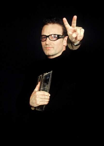 Bono victorieux, le chanteur du groupe irlandais U2 est aussi récompensé en 2000