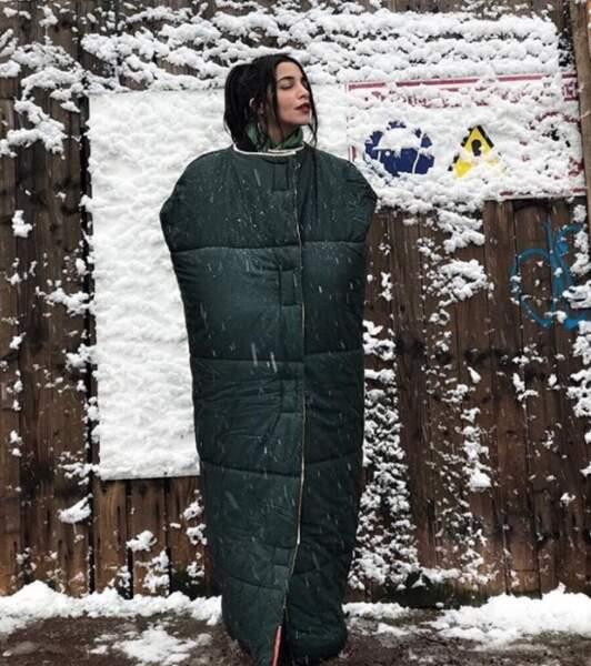 Leila Bekhti a trouvé une astuce pour résister au froid.