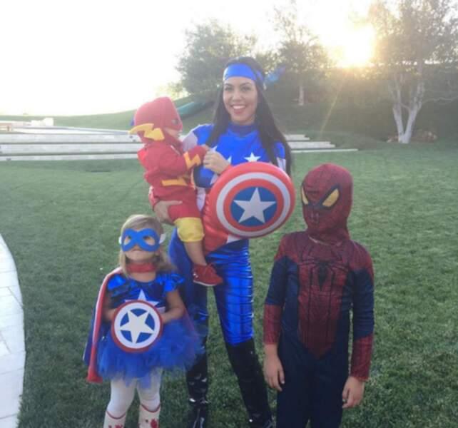 Hop, option super-héros pour sa soeur Kourtney : Captain America, Spider-Man et l'intrus Flash