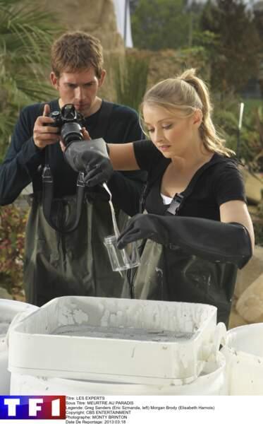 Voici Morgan Brody (Elisabeth Harnois) et Greg Sanders (Eric Szmanda) sur un scène de crime
