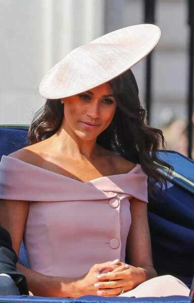 Meghan Markle en robe rose poudré