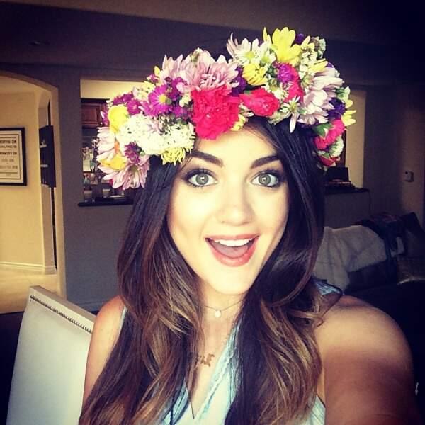 Pour les plus pressées, une belle couronne de fleurs fait aussi l'affaire. Eviter de porter cela en hiver.