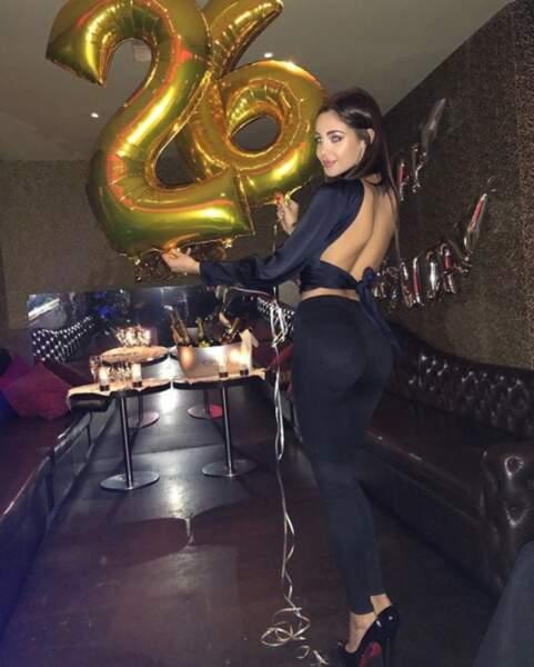 On souhaite tout d'abord un très joyeux anniversaire à Nabilla, 26 ans depuis ce lundi.