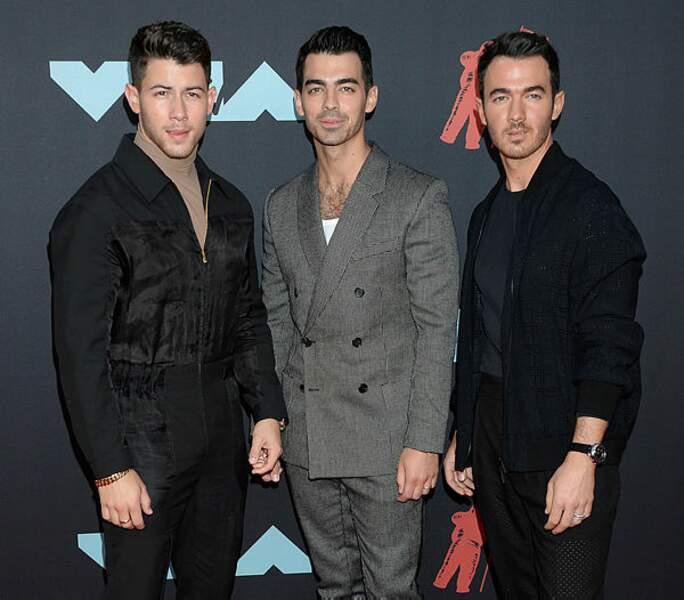 Une brochette de Jonas : Nick, Joe et Kevin.