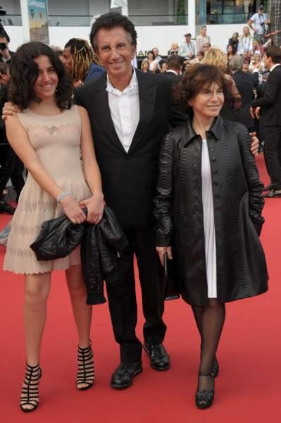 """Jack Lang, sa femme Monique et sa fille Caroline lors de la montée des marches pour le film """"Dheepan"""""""