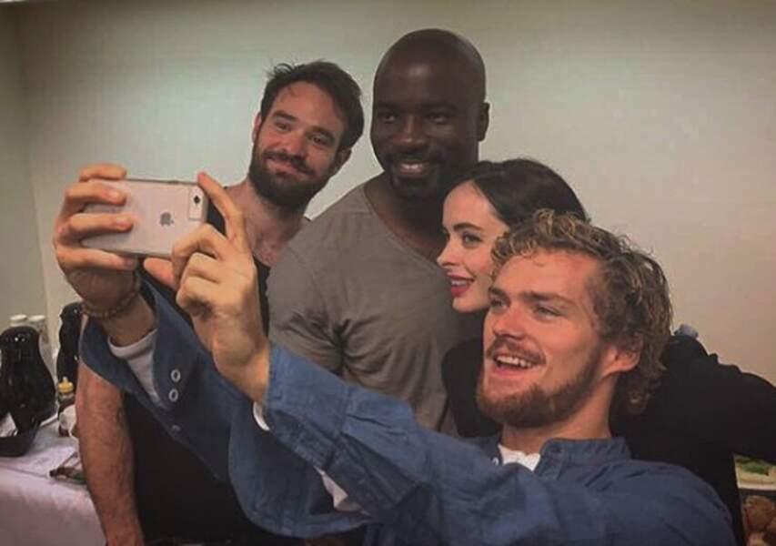 Eh oui, même les superhéros prennent des selfies !