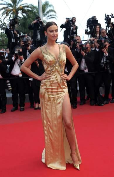 Irina Shayk, somptueuse, lors du tapis rouge du 19 mai 2015 à Cannes