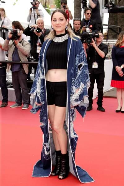 Marion Cotillard en short et kimono