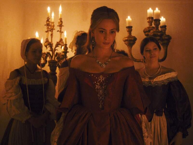 En 2013, elle reprend le rôle culte d'Angélique dans le film homonyme