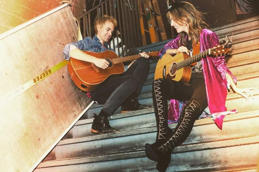 Elle forme toujours un duo avec Tyler Hilton, alias Chris Keller dans la série Les Frères Scott