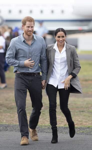 Descente d'avion paisible pour Meghan et Harry, très complices
