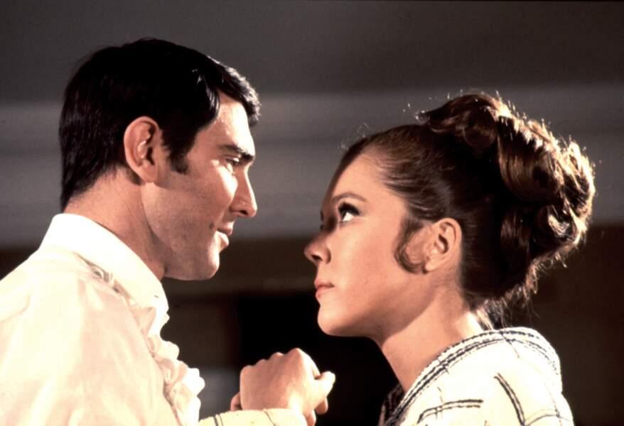George Lazenby dans son unique James Bond, Au service secret de sa majesté, avec Diana Rigg