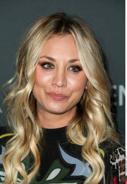 Kaley Cuoco, la star de The Big Bang Theory lors d'une soirée