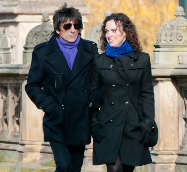 A 68 ans , le guitariste des Rolling Stones Ron Wood et sa femme Sally Humphreys attendent des jumeaux.