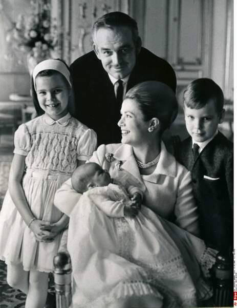 Le 1er février 1965, Rainier et Grace accueillent une nouvelle princesse : Stéphanie