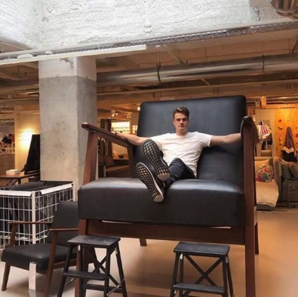 Yannick Agnel a enfin trouvé une chaise à sa taille.