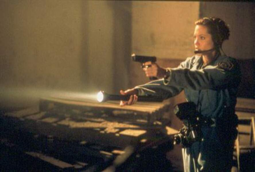 Dans Bone Collector (1999), elle poursuit un dangereux tueur en série
