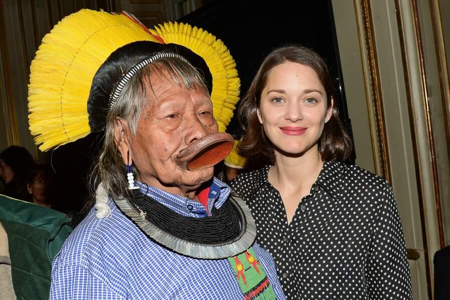 Marion Cotillard a posé avec Raoni Metuktire, grand chef d'une tribu vivant en Amazonie