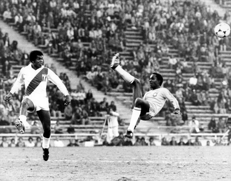 8. Teofilo Cubillas (Pérou) 10 buts