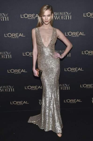 La top-model Karlie Kloss avait opté pour une robe bling-bling à New York pour les L'Oréal Women of Worth Awards.