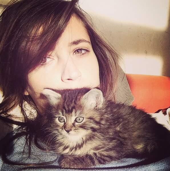 Hop, un nouveau selfie avec un chat..