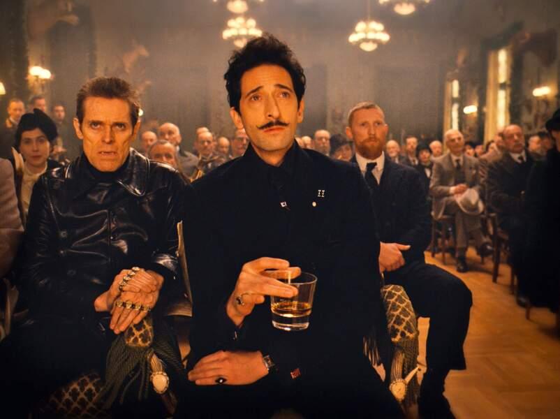 Discrète mais néanmoins hérissée chez Adrien Brody dans The Grand Budapest Hotel