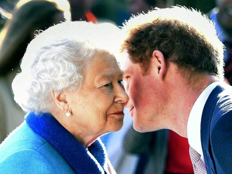Et on n'oublie pas de câliner son autre petit-fils préféré, Harry