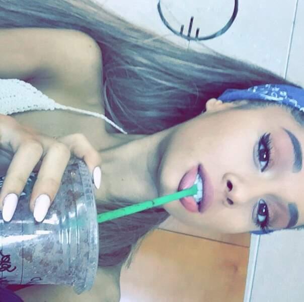 Dans un autre genre, Ariana Grande n'a toujours pas compris comment prendre un selfie dans le bon sens #facepalm