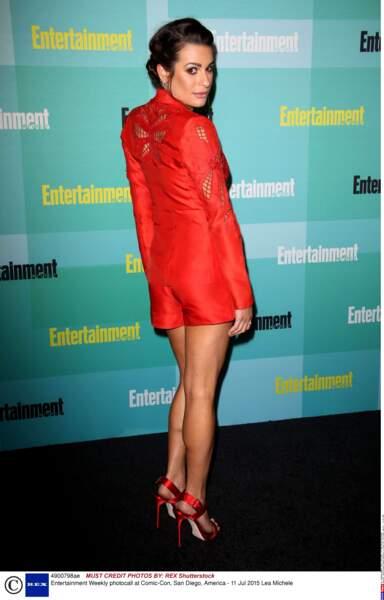 Lea Michele, très élégante dans son tailleur-short rouge