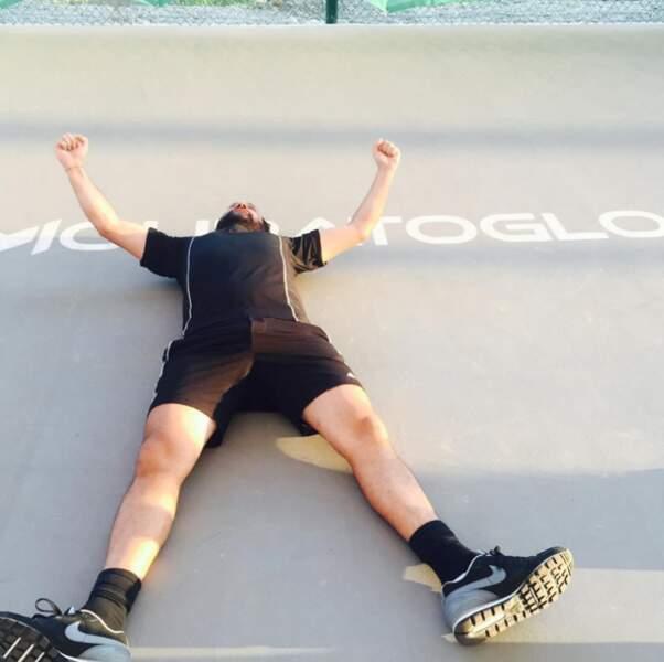 Cyril Hanouna, lui, est épuisé. Ca fatigue le tennis.