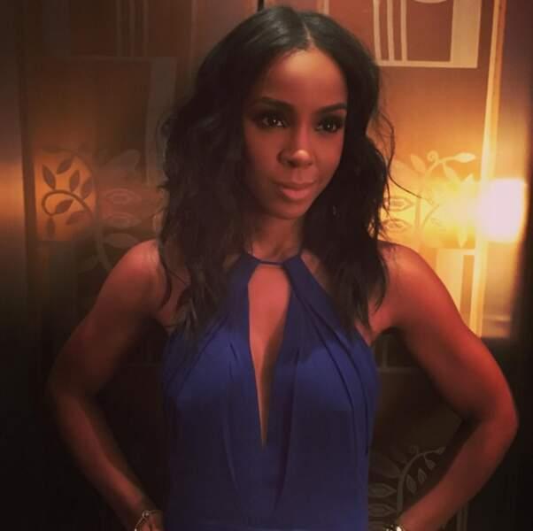 Alors on va admirer des photos de bombas ! Kelly Rowland, sublime en bleu.
