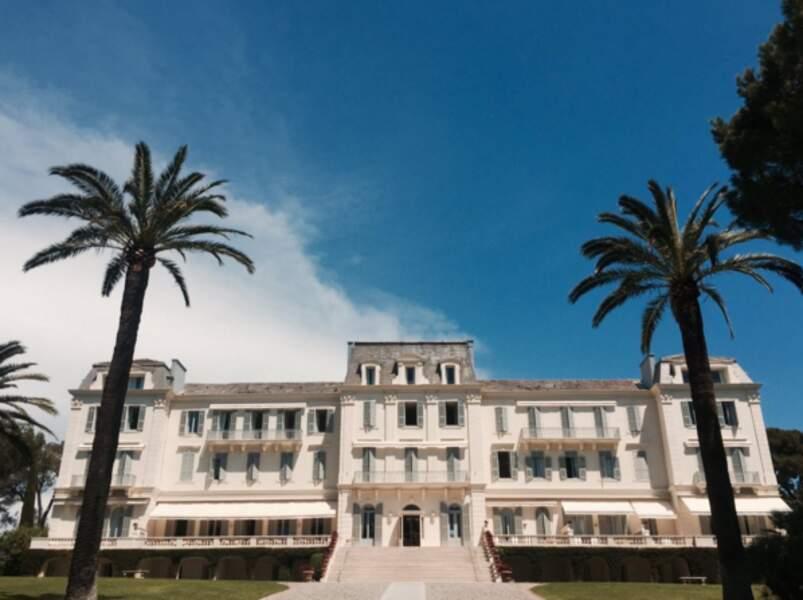 Russel Crowe est arrivé sur la Riviera. Et poste une photo de son hôtel, l'Eden Roc. Pas mal.