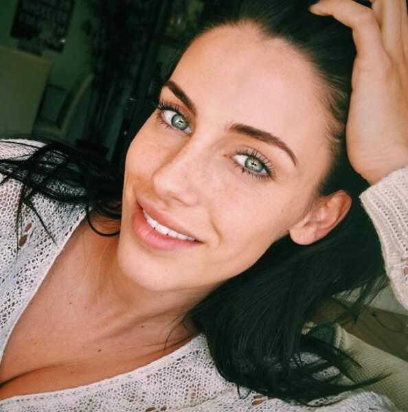 Les yeux verts de Jessica Lowndes sont ensorcelants