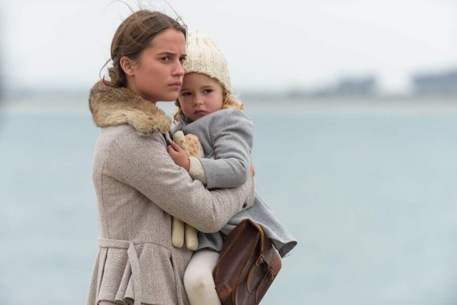 Mère protectrice dans Une vie entre deux Océans de Derek Cianfrance (2016)