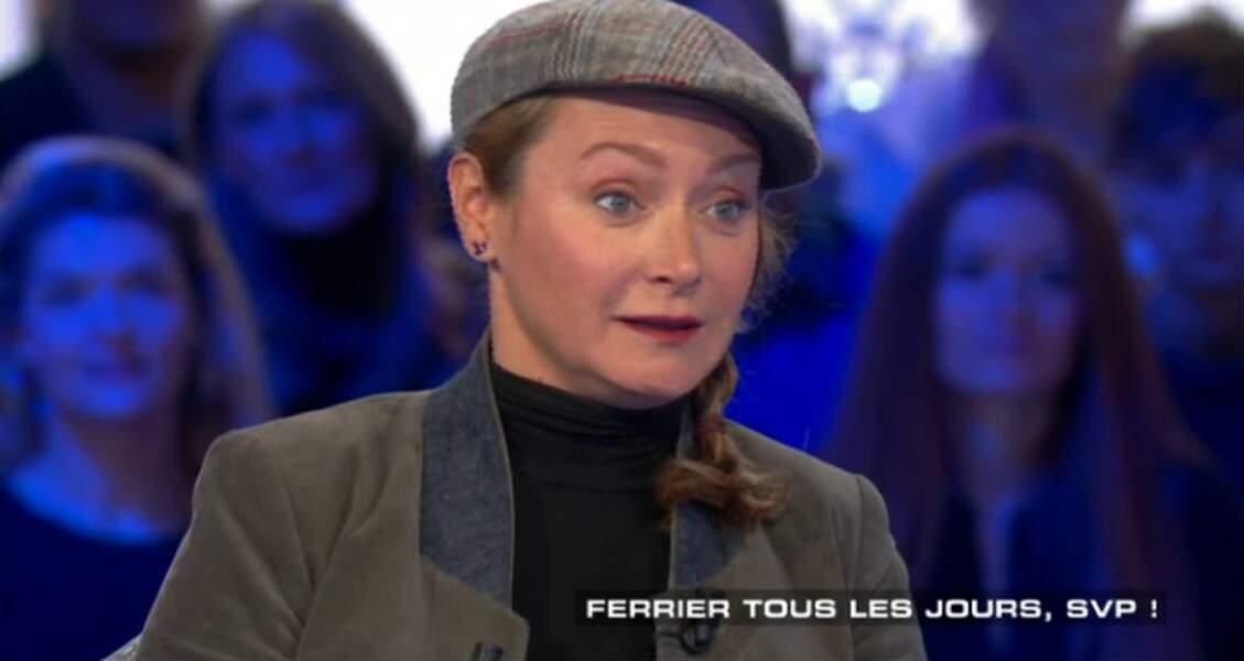 Julie Ferrier, son choix, c'est le look Gavroche