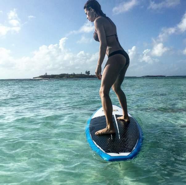 La top-model Elisabetta Canalis sur son paddle...