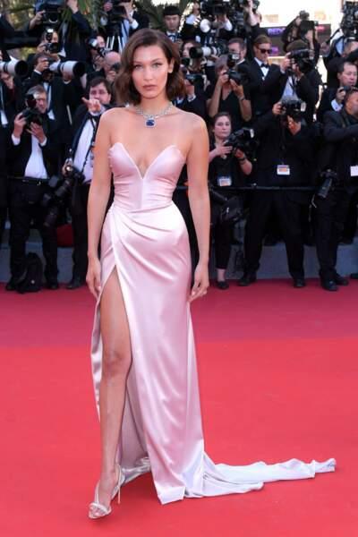 Et voici le mannequin Bella Hadid, habituée du tapis rouge !