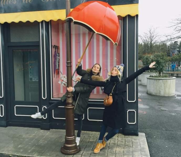 Avec la copine et actrice Ana Girardot à Disneyland Paris