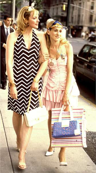 Samantha Jones et Carrie Bradshaw dans la série Sex and the City