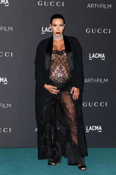 Même enceinte, Kim Kardashian ose la transparence