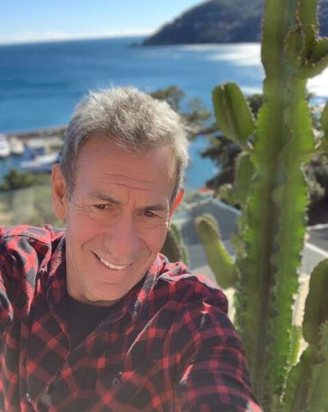 Hello, vous vous souvenez ? Mais si, c'est moi François Feldman et je vous sers de guide chez les people.