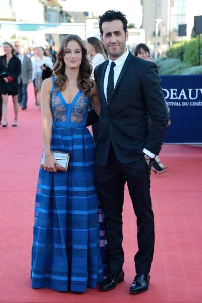 Mélanie Bernier (ici au côté de Jonathan Cohen) a osé la robe bleue électrique. Originale n'est-ce pas ?