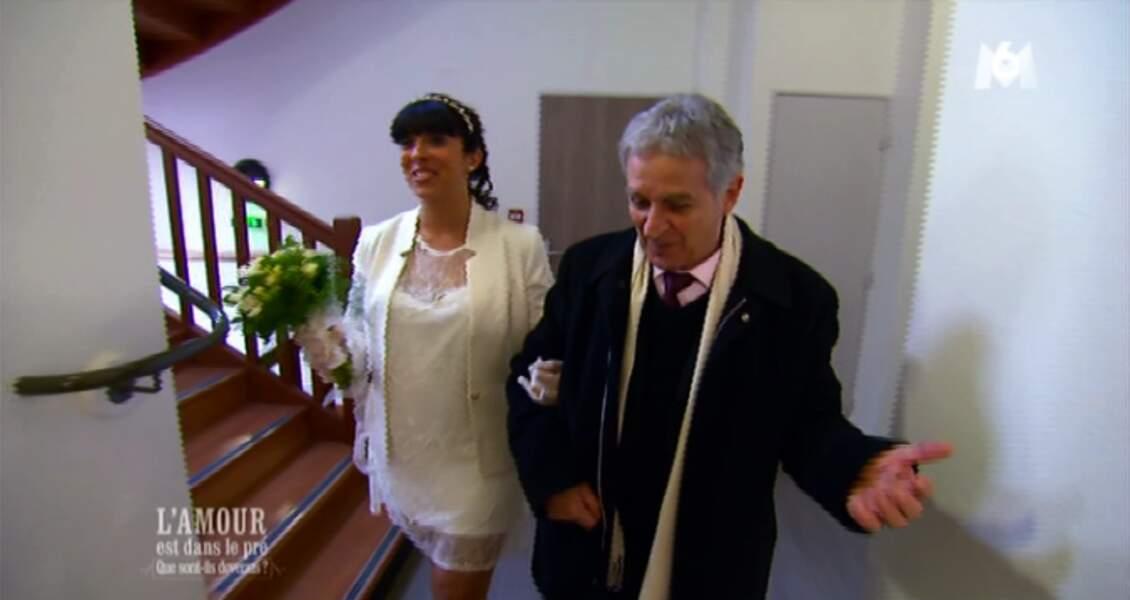 Pendant ce temps, Pierre et Frédérique se sont dit oui. Un brin courte la robe, non ?