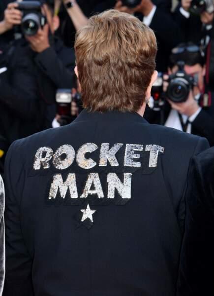 Elton John et sa superbe veste Rocketman