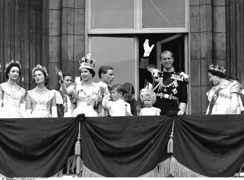 Et puis maman devient reine le 6 février 1952… Ici à son couronnement le 2 juin 1953