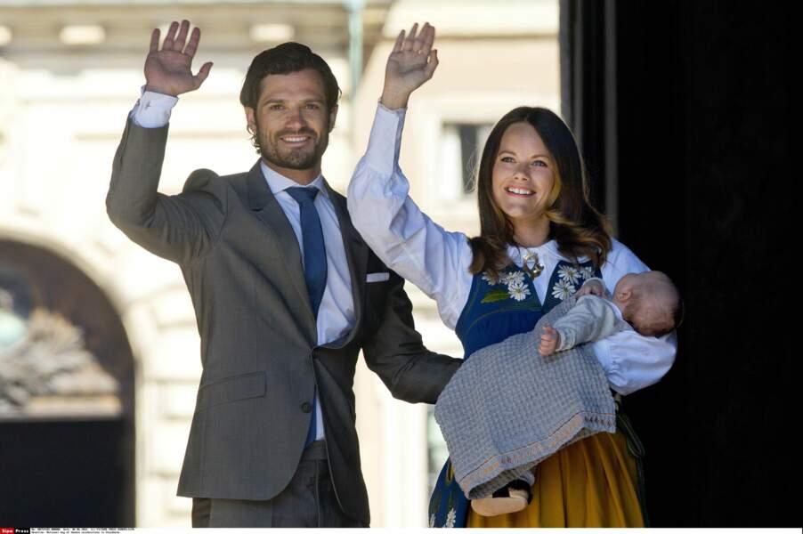 En juin, Alexander célèbre sa première fête nationale suédoise