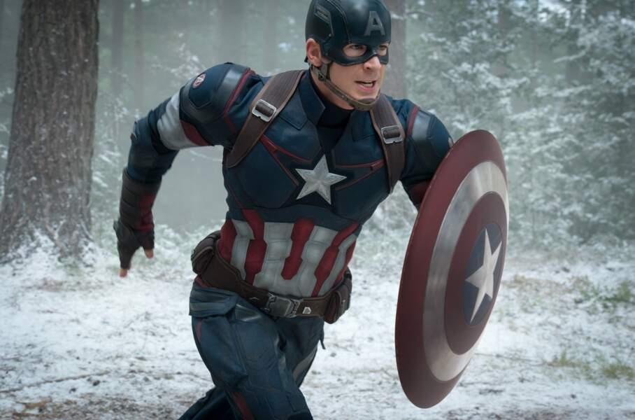 Chris Evans toujours fidèle au costume du super soldat dans Captain America : Civil War (27/04)