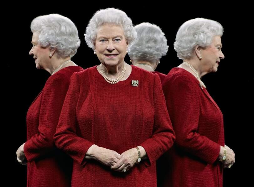 """Aout : Début de l'exposition """"The Queen's people"""", une série de clichés de Elisabeth II et tout son staff du Palais"""
