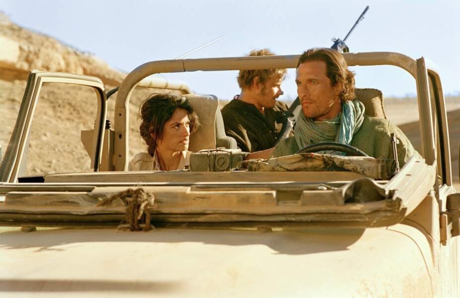 L'actrice a fréquenté l'acteur Matthew McConaughey entre février 2005 et juin 2006, rencontré sur le film Sahara.