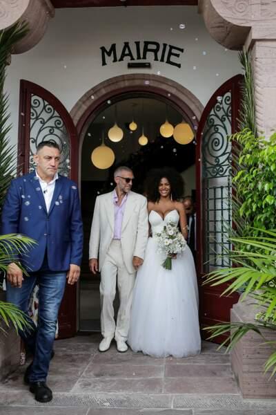 Les mariés à la sortie de la mairie de Bidart